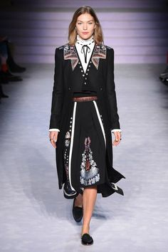 http://www.vogue.com/fashion-shows/fall-2017-ready-to-wear/temperley-london/slideshow/collection