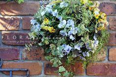 水色のビオラを使って。。。スリット壁掛けな寄せ植え  フローラのガーデニング・園芸作業日記
