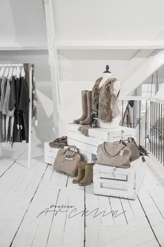 Clothes Store Design Projects Ideas For 2019 Clothing Store Interior, Clothing Store Displays, Clothing Store Design, Boutique Decor, Boutique Interior Design, Boutique Ideas, Boutique Stores, Retail Store Design, Store Interiors