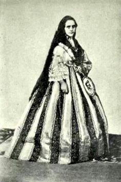 A Mestiza about 1870 in a european Crinoline. This is the native term for what would mean the child of a Spaniard or Creole and a native Filipino (Indio) of which this lady is a grown-up specimen. Old Photos, Vintage Photos, Filipiniana Dress, Filipino Fashion, Philippines Culture, Filipino Culture, Mindanao, Clothes Crafts, Historical Pictures