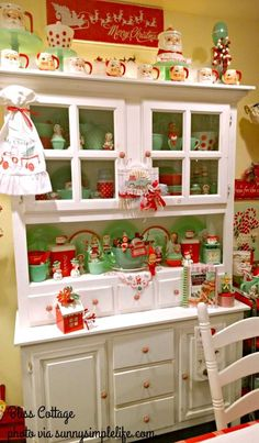 A Little Holiday Home Tour Of Bliss Cottage, Christmas home tour, vintage home, vintage Christmas, jadeite collection
