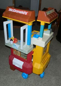 Vintage 1980's Fisher Price McDonalds Drive thru Fast Food Restaurant. Used to play with this in the waiting room at the dentist office!