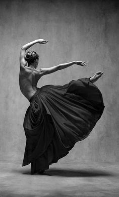 Photographie noir et blanche. La célébration de la danse. | inspirations et idées | Pour plus d'idées, cliquez ici: http://www.brabbu.com/all-products/