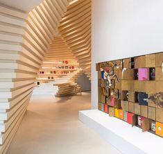 Servi Ağacından Yapılma Organik Bir Sanat Galerisi