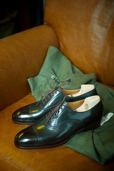 Working with Phillip from Saint Crispin's, I have been endeavouring to make the perfect  oxford. Nothing revolutionary, just a slightly more refined version of a classic cap toe. The finished result, albeit in green, is what is pictured. Using as few seams as we can get away with, the quarter brogues have seamless heels - the heel counter and instep piece being whole and uncut. Add a brogued but un-medallioned cap toe, on a classic last, and we have simple perfection.
