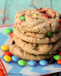 These Giant M&M Cookies were easy to make and so delicious. They are soft, chewy and have become a new favorite! M M Cookies, Galletas Cookies, Yummy Cookies, Cupcake Cookies, Yummy Treats, Sweet Treats, Cupcakes, Just Desserts, Delicious Desserts