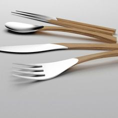 eventueel voor een rode draad in bestek en stokjes Clara del Portillo has done an incredible job of marrying wood and metal in this cutlery set which it truly tasteful Do It Yourself Quotes, Design Industrial, Cutlery Set, Silver Cutlery, Silver Spoons, Vintage Design, Kitchen Utensils, Kitchen Tools, Natural Living