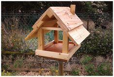 Cabane à oiseaux, en bois de palettes. Traitée à l'huile de lin.