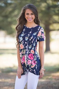 If you& looking for unique clothing at an online boutique, Pink Lily is your one-stop shop for classic Southern belle style with a modern twist. Floral Blouse, Floral Tops, Unique Outfits, Cute Outfits, Southern Belle Style, Cloth Flowers, Grown Women, Pink Lily, Anarkali Suits
