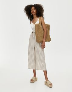Plain rustic-style culottes with an elastic waistband and a loose fit. Made of viscose and linen. Pull N Bear, Rustic Style, Fashion, Elastic Waist, Fashion Clothes, Pants, Style, Women, Stripes