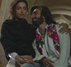 DeepVeer ♥ ♥ ♥ ♥ ♥ Deepika Ranveer, Deepika Padukone Style, Ranveer Singh, Bollywood Wedding, Vintage Bollywood, Couple Wedding Dress, Wedding Couples, Dipika Padukone, Katrina Kaif