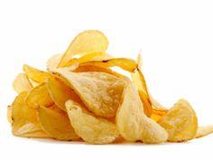 Chips selber machen: In Fertigchips stecken oft Geschmacksverstärker und künstliche Aromen. Machen Sie Ihre Chips selber!