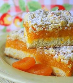 Dried Apricot Bars- love anything apricot! Cake Bars, Dessert Bars, Apricot Slice, Apricot Bars, Köstliche Desserts, Delicious Desserts, Dessert Recipes, Apricot Recipes, Sweet Recipes