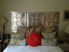That's all the 10 best ideas to bring your headboard to the next level. Now, it's time for you to choose one of these headboard ideas. Home Projects, Home Crafts, Diy Home Decor, Headboard Designs, Headboard Ideas, Master Bedroom Plans, Diy Bed, Headboards For Beds, Diy Furniture