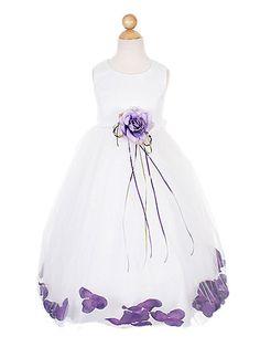 Der mit Blüten gefüllter Rock macht einem Blumenkind alle Ehre - lieferbar in weiß, creme oder rosa/creme und vielen Blütenfarben.   In Größe 68 bis 86 finden Sie das Kleid hier:  http://www.julias-traumboutique.com/Blumenmaedchenkleid-Lindsey-huebsches-Kleid-mit-vielen-Blueten-Groesse-68-bis-86  Und in Größe 92 bis 152 hier:  http://www.julias-traumboutique.com/Blumenkinderkleid-Lindsey-huebsches-Kleid-mit-vielen-Blueten-Groesse-92-bis-152