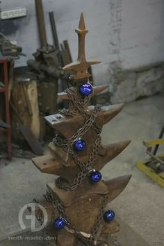 blacksmith anvil Xmas tree Forging Tools, Forging Metal, Metal Tools, Metal Art, Blacksmith Forge, La Forge, Xmas Tree, Christmas Projects, Yule