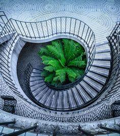 Escalier en Spirale: Escaliers de l'Embarcadero Center à San Francisco, Etats-Unis