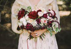 casamento no inverno buquê vermelho e vinho