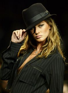 Gisele Bundchen is Sixth Time Highest Paid Model: Her Most Expensive Looks [PHOTOS] - Entertainment & Stars