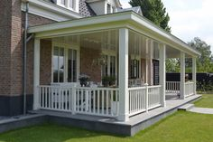 Nieuwbouw vrijstaande villa met bijgebouw en hooiberg - hardhouten veranda