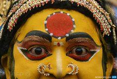 INDIA, Hyderabad : An Indian artist dressed as Hindu Goddess MahaKali performs while in a trance during the final procession of the eleven-day traditional festival of 'Bonalu', a ritual offering to...