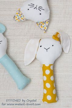 Sew a Plush Rattle for Baby (…a bunny, cat, & mouse)! - Sew a Plush Rattle for Baby (…a bunny, cat, & mouse)! Sewing Toys, Sewing Crafts, Sewing Clothes, Easy Baby Blanket, Baby Blankets, Diy Bebe, Baby Couture, Baby Rattle, Baby Bunnies