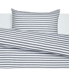 The stylish, striped Tasaraita bed set in cotton comes from Marimekko and has rapidly become a big favorite. And it´s no wonder - you will feel very cozy wrapped in them. The classic pattern is also lighting up the bedroom. Choose between different colors!