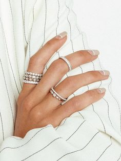 Summer Acrylic Nails Coffin Discover The French Pavè Band- Après Jewelry Acrylic Nails Coffin Glitter, White Glitter Nails, French Acrylic Nails, Simple Acrylic Nails, Almond Acrylic Nails, Silver Nails, French Nails, Pretty Nails For Summer, Bright Summer Acrylic Nails