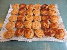 Bandeja de Hojaldres de Pastelerias Zuricalday en Las Arenas asociada a nuestra web www.catering.apanymantel.com y para cubrir a domicilio Bilbao y la Margen derecha de Bilbao.