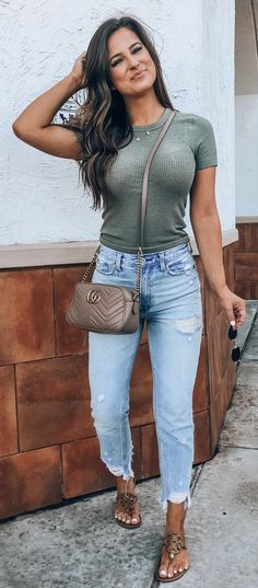 Über 30 ultimative Sommeroutfits, die sich von der Masse abheben – dress to im… Over 30 ultimate summer outfits that stand out from the crowd – dress to impress – off Simple Summer Outfits, Spring Outfits, Blue Jeans Outfit Summer, Look Fashion, Fashion Outfits, Womens Fashion, Ladies Fashion, Fashion Quiz, Retro Fashion