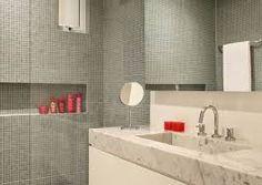 Resultado de imagem para reformas de banheiros pequenos antes e depois