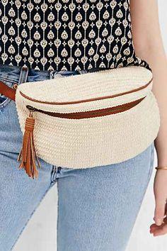 Ecote Textured Belt Bag – Urban Outfitters Gürtel DIY-Ideen - Famous Last Words Crochet Braid Styles, Crochet Braids, Crochet Handbags, Crochet Purses, Love Crochet, Knit Crochet, Urban Outfitters, Macrame Bag, Leather Belt Bag