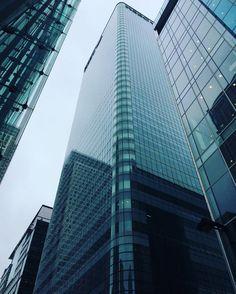 Canada squareheart of Canary Wharf. #london #lifestyle #comment #likesforlikes #like4like #big #building #hsbc #bankholiday #rain #canarywharf #luxury #me #picoftheday #tagsforlikes #tagstagramers #bbw #girl #italian #vscocam #selfie #instamood by iam_massiva