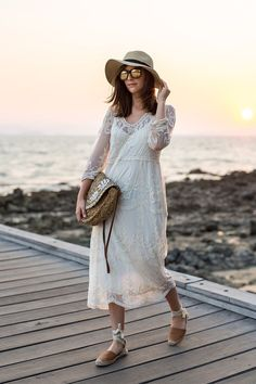 Dinner at the beach: Lace dress and Espadrilles