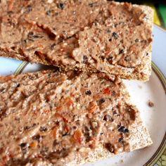 Tofu soyeux + olives noires + tomates séchées + ail + blender. #vegan