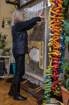 Textile artist Anna Kubinyi at work Weaving Textiles, Tapestry Weaving, Finger Weaving, Contemporary Tapestries, Textile Artists, Image Photography, Fabric Art, Artist At Work, Fiber Art