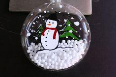 Boule de Noël en verre peinte à la main. Boule de Noël personnalisée. Peinture sur verre : Accessoires de maison par muriel-sculptures-et-luminaires