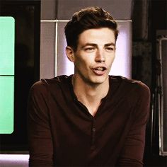 grant gustin funny - this is the cutest thing ever Supergirl Dc, Supergirl And Flash, Le Flash, Luke Mitchell, Flash Funny, Flash Barry Allen, The Flash Grant Gustin, Snowbarry, Dc Tv Shows
