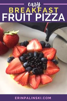 This breakfast fruit pizza is super easy to make and healthy too! The waffle crust smeared in peanut butter makes the fruit pop with flavor! Only 100 calories, can be served warm or cold, and you can… More Healthy Holiday Recipes, Easy Delicious Recipes, Healthy Snacks For Kids, Healthy Eats, Healthy Breakfast Options, Breakfast Fruit, Pinterest Recipes, Pinterest Food, Dessert Pizza
