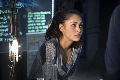 The 100 CW - E2x14 Bodyguard of Lies - Raven Reyes - Lindsey Morgan #The100