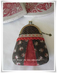 black and red Frame Purse, Couture Sewing, Cute Purses, Quilted Bag, Coin Purse, Shabby Chic, Quilts, Wallet, Crochet