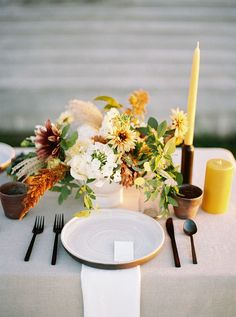Jesi of Flowerfolk Design was inspired by rolling prairies, golden light, and a rustic-meets-refined aesthetic for this wedding vignette on Whidbey Island in WA. Not only are the film photos by Anna Peters breathtaking, the whole scene really captures the essence of the vibe so many of our modern couples want to portray: laidback, romantic, and full of warmth. Wedding Season, Fall Wedding, Rustic Wedding, Wedding Trends, Wedding Ideas, Getting Cozy, Late Summer, Wedding Inspiration, Whidbey Island