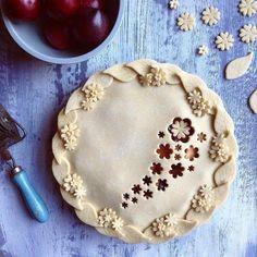 wow I'm ♡ these pie art Sweet Pie, Sweet Tarts, Pie Dessert, Dessert Recipes, Just Desserts, Delicious Desserts, Creative Pie Crust, Beautiful Pie Crusts, Pie Crust Designs