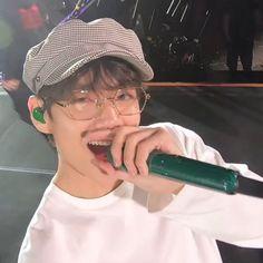 Foto Bts, Bts Photo, Daegu, K Pop, Hoseok, Bts Kim, V Bts Wallpaper, Vkook, Bts Concert