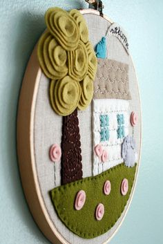 felt house in an embroidery hoop Embroidery Hoop Crafts, Felt Applique, Embroidery Hoop Art, Embroidery Ideas, Etsy Embroidery, Embroidery Stitches, Kids Crafts, Craft Projects, Sewing Projects