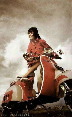 Ladies With Motors, Vespa Vespa Motorcycle, Vespa Bike, Motos Vespa, Piaggio Vespa, Lambretta Scooter, Vespa Scooters, Vespa 150, Mod Scooter, Scooter Girl