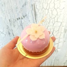 """219 mentions J'aime, 16 commentaires - xiaoly koh (@xiaobycrustz) sur Instagram : """"spring is around the corner! and our cake switch has begun! come by as we introduce new…"""""""