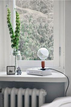 Pryd din fönsterbänk med en läcker fönsterlampa! LAMPADINA designad av Achille Castiglioni