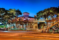 Who wants to have dinner tonight in the treetops? Head to New Smyrna Beach, FL.
