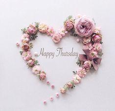 by SamanthaSerena xoxo @ princesse-pastel-roséromantiqueheader image credit Paper Flowers Craft, Paper Flower Wall, Flower Wall Decor, Flower Crafts, Diy Flowers, Flower Decorations, Flower Art, Wedding Decorations, Paper Crafts